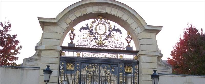 Photo du haut de la grille du Palais de Justice de Never