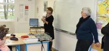 Nadia SOLLOGOUB en intervention devant une classe de troisième au collège de Pouilly-sur-Loire