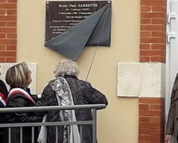 Découverte de la plaque Paul SARRETTE sur le mur de l'école de Chiddes, le samedi 6 avril 2019 en présence de Nadia SOLLOGOUB