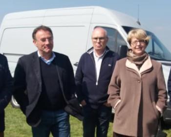 Nadia SOLLOGOUB au marché aux vins de Charrin le 13 avril 2019 entourée des élus présents à cette manifestation
