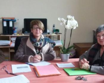 Nadia SOLLOGOUB entouré du conseil municipal de Saint-Maurice