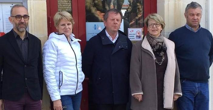 Nadia SOLLOGOUB entourée de l'équipe municipale de Saint-Parize-le-Châtel