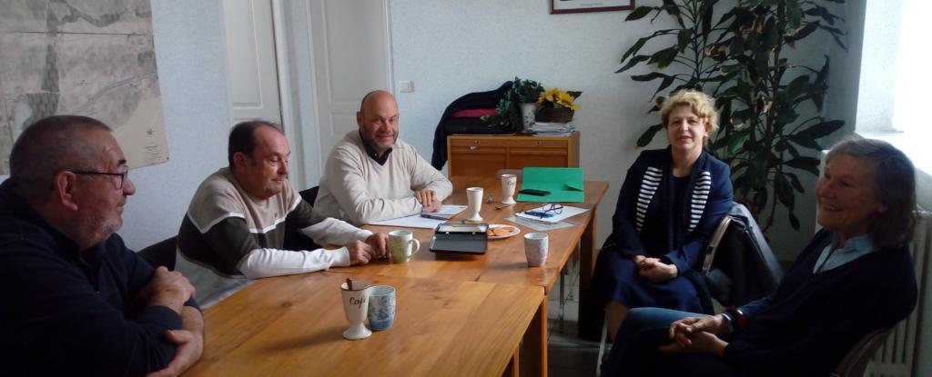 Nadia SOLLOGOUB en mairie d' Avril-sur-Loire entourée de son maire Élisabeth ESCURAT et de ses adjoints, le mardi 16 avril 2019