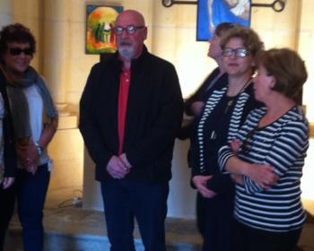 Nadia SOLLOGOUB entourée des élus de Menou lors de la visite de la Chapelle Notre-Dame de la Tête Ronde