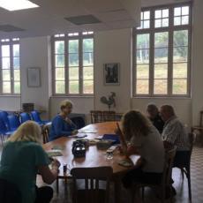 réunion de travail autour de la table du conseil