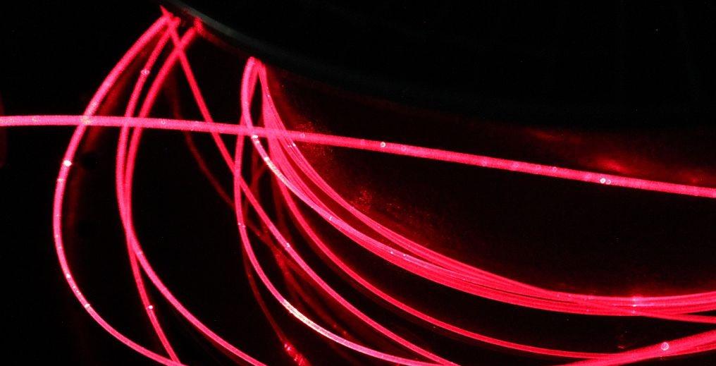 visuel de fibre optique sur fond noir