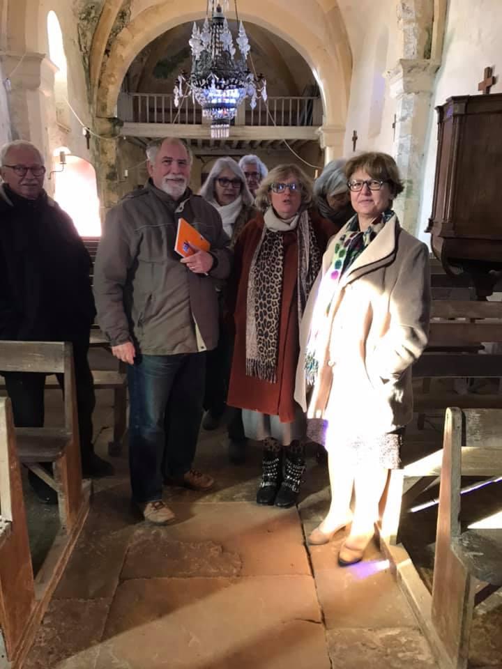 Nadia SOLLOGOUB et l'équipe municipale de Neuffontaines dans l'église le lundi 6 janvier 2020