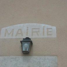enseigne mairie gravée dans le mur