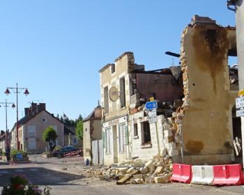 Immeuble menaçant ruine à Arquian suite à l'incendie de la boulangerie en 2018